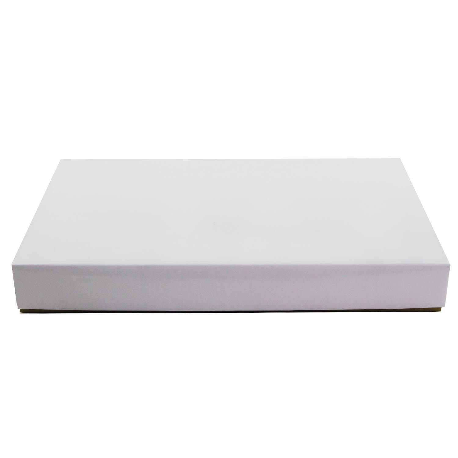 1 lb. White Candy Box with Gold Base