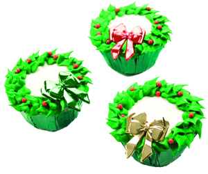 Wreath Cupcakes with Bows and Berries