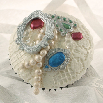 Vintage Gems and Pearls Cupcake