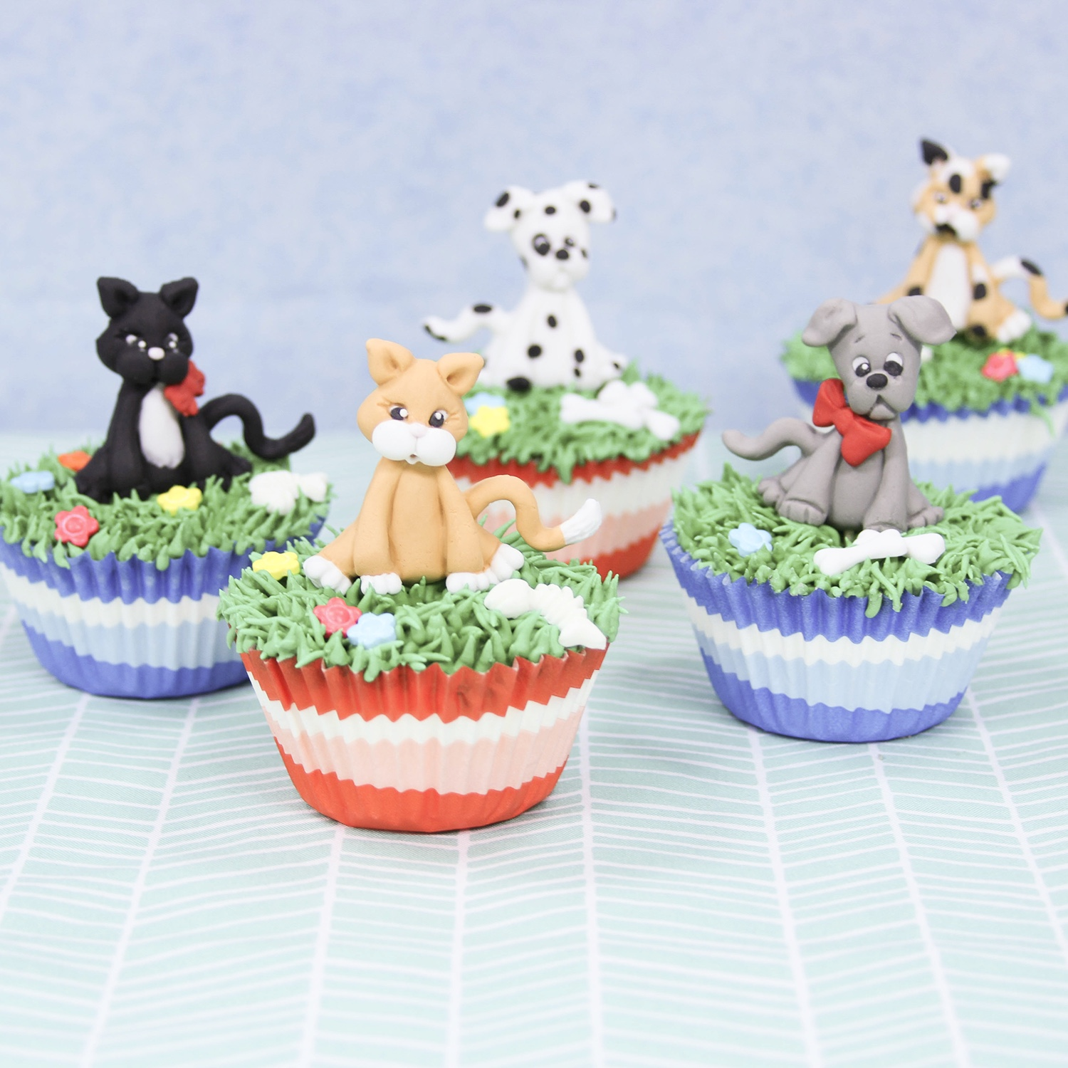 Dog & Cat Fondant Topper Cupcakes